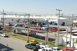 El total del interior de la empresa fue consumida por el fuego.