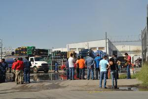 Los 200 empleados que se encontraban laborando fueron evacuados de la planta.
