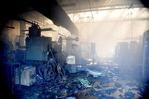 """El incendio se originó en la """"Nave 2"""" de acabados, donde se pintan las autopartes ya terminadas."""