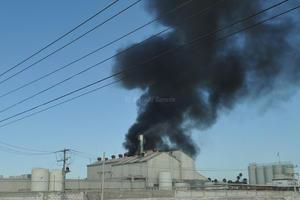 Una inmensa columna de humo se levantó de la empresa, la cual cubrió gran parte del cielo de Gómez Palacio.