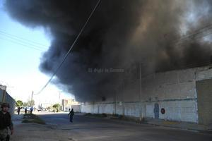 Se incendia empresa ubicada en el Parque industrial Lagunero de Gómez Palacio, dedicada a la elaboración de autopartes, el fuego consumió el total del edificio.