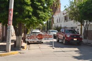Nadie respeta avisos. En la esquina de la avenida General Coronado y calle Miguel Hidalgo de Lerdo la señalética está grafiteada.