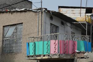 La vivienda está ubicada en en la colonia Santa María Aztahuacan de dicha delegación y muestra totalmente lo opuesto a donde residían cuando Abarca se desempañaba como edil en Iguala.