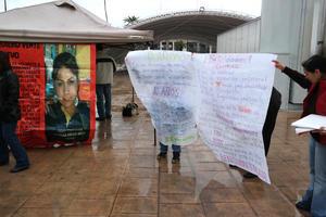 Con lonas y pancartas, familiares de Fanny expusieron su situación.