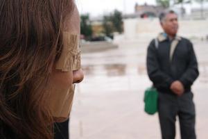 Como reclamo ante los nulos avances en la investigación para dar con el paradero de su hija, Silvia Ortiz se manifestó en la Plaza Mayor.