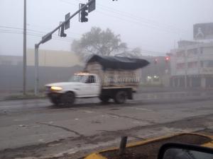 Protección Civil de Torreón recomendó a los automovilistas a extremar sus medidas de precaución, principalmente disminuir la velocidad y tomar mayor distancia de los vehículos cercanos.