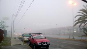 La niebla también cubrió las inmediaciones de la central caminera de Torreón.