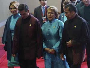 """Peña nieto habría reducido """"a su mínima expresión"""" su presencia en las reuniones de APEC y G20 para poder atender la evolución """"de los lamentables hechos en Iguala""""."""