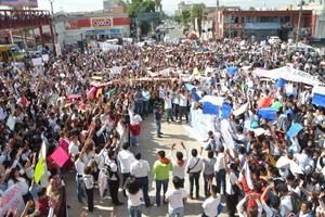 Los manifestantes forman parte de las Federaciones Estudiantiles que comprenden al Estado de Durango.