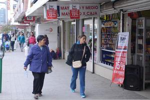 Algunos negocios abrieron desde tempranas horas de la mañana, aunque en un principio la afluencia de consumidores fue poca.