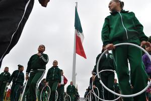 Los participantes recorrieron una distancia de 3.7 kilómetros. Inició en la Alameda Zaragoza, por la calle Matamoros, pasó por la Plaza Mayor, donde les esperaban las autoridades, hasta la Valdés Carrillo, de aquí regresó por la Juárez y concluyó en la Treviño, donde se dispersaban los contingentes.