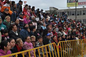 A pesar de las bajas temperaturas que se registraron, hubo cientos de asistentes desde temprano.