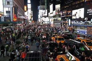 En Nueva York, miles de personas se manifestaron pacíficamente en Times Square.