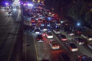 Las protestas trascendieron Ferguson y se extendieron a Nueva York, Chicago, Los Ángeles, Washington DC, Oakland y otras grandes ciudades del país, con un tono fundamentalmente pacífico salvo algunos incidentes aislados.