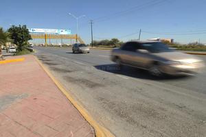 Alta velocidad. Los conductores que circulan sobre la autopista Torreón-San Pedro, no respetan los límites de velocidad.
