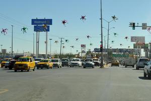 Dura poco tiempo la luz verde. En el cruce del Diagonal Reforma y calzada Abastos se atora el tránsito ante el poco tiempo que dura la luz verde en los semáforos.