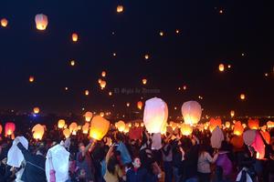 Cientos de personas que pasaban por el lugar se vieron asombrados por el espectáculo que ilimunó el cielo lagunero, disfrutando así de un espectáculo único y especial,