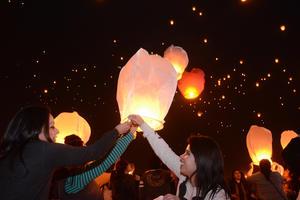 En el evento se pudieron observar a miles de personas gozando de la actividad.