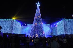 La Presidencia Municial se iluminó por completo con motivo de las fiestas decembrinas.