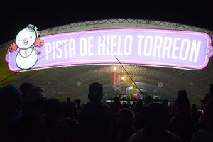 Ante la presencia de más de 20 mil personas se procedió a inaugurar la pista de patinaje.