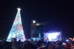 La ciudad de Torreón se iluminó con el encendido del Árbol Navideño que se llevó a cabo en la explanada de la Plaza Mayor.