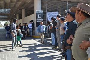 En la protesta participaron integrantes de la Coordinadora Estudiantil de la Región Laguna, docentes del Movimiento Magisterial de Coahuila, ciudadanos de distintas asociaciones como el Colectivo Ricardo Flores Magón y la Unión de Campesinos.