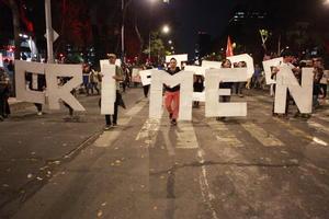 Una marea de indignación ahogó al DF; la sociedad exigió la renuncia de Peña Nieto.
