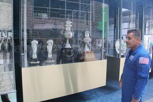 El astronauta también estuvo de visita en las instalaciones del Territorio Santos Modelo.