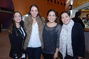 05122014 EN UN CONCIERTO.  Andrea, Arely, Ángela y Lorena.