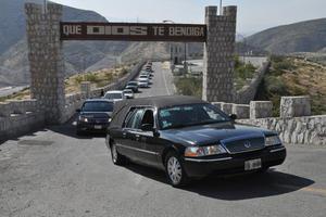 El cortejo fúnebre arribó al Cerro de las Noas.