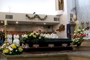 Durante la homilía, Monseñor envió sus condolencias a la familia de sangre de Rodríguez Tenorio y de igual manera a la diocesana.