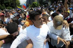 18 de febrero | Venezuela. Leopoldo López, opositor al gobierno, se entrega en medio de la crisis por manifestaciones.