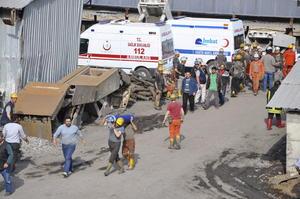 13 de mayo | Turquía. Un derrumbe en una mina causa la muerte de 300 personas y una ola de protestas a causa de este.
