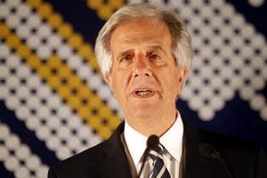 30 de noviembre | Uruguay. Durante la segunda vuelta electoral, Tabaré Vázquez logra mayoría y es declarado presidente electo.