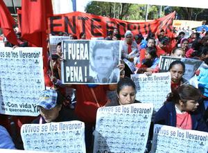 26 de septiembre | Iguala. Tras un enfrentamiento con la fuerza pública, se reportan como desaparecidos 43 estudiantes normalistas, lo que generaría una ola de protestas en el país.