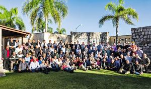 08122014 LA FOTO DEL RECUERDO.  Sampetrinos en su tercera reunión anual.