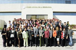 07122014 Personal fundador del Segundo Tribunal Colegiado en materia civil de esta ciudad, celebrando su vigésimo cuarto aniversario.
