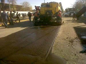 8 de enero   Pavimentación. En el bulevar Prolongación Las Águilas de la colonia Las Alamedas, el alcalde Miguel Riquelme inició el programa de pavimentación para rehabilitar un millón de metros cuadrados.