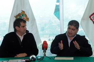 10 de enero   Metro. Los alcaldes de Torreón, Miguel Riquelme Solís, y de Gómez Palacio, Miguel Campillo Carrete, acordaron la creación del Instituto Metropolitano de Planeación.