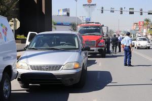 """17 de enero   Decomisos. Comenzó en Torreón el decomiso de autos sin placas o con placas """"rojas"""" (2007-2010), que ya no son vigentes."""