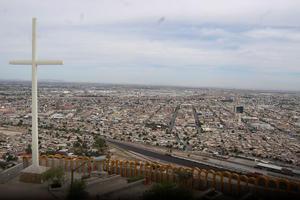 28 de marzo   Teleférico. Para impulsar el turismo religioso y de negocios, el Gobierno municipal anuncia que proyecta instalar un teleférico desde el santuario del Cristo del Cerro de las Noas, hasta la Plaza Mayor.