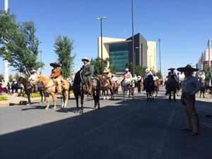 30 de marzo   Cabalgata. Para conmemorar el centenario de la batalla de La Laguna, en Torreón, Gómez Palacio y Lerdo se realiza una cabalgata denominada Por la Paz.