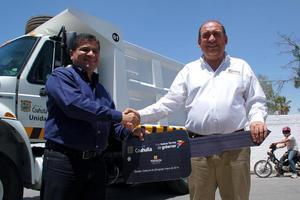 27 de mayo   Apoyos. El gobernador Rubén Moreira entrega camiones con capacidad de 14 toneladas para recoger escombro.