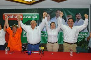 """6 de julio   Elecciones. En el proceso electoral para elegir diputados al Congreso del Estado se tuvo aproximadamente un 60% de abstencionismo, el presidente del Comité Municipal del PRI Francisco Dávila Rodríguez dijo que se logró """" carro completo''."""