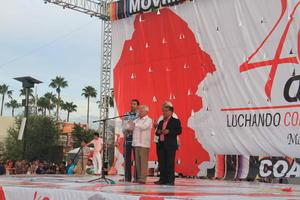 24 de agosto   Antorchistas. Alrededor de 20 mil personas asistieron a la Plaza Mayor de Torreón para celebrar el 40 aniversario del Movimiento Antorchista en México.