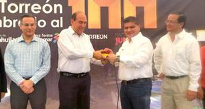 """30 de agosto   Alumbrado. Inicia el programa """"Torreón Iluminado al 100'', con el que se realizará la reconversión tecnológica de la totalidad del alumbrado público de Torreón de lámparas de vapor de sodio a luz led."""