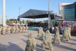 16 de septiembre   Aniversario. Con el desfile Cívico Militar Conmemorativo del 204 Aniversario de la Independencia de México, culminaron las Fiestas Patrias y los eventos alusivos a la celebración del 107 Aniversario de la ciudad de Torreón.