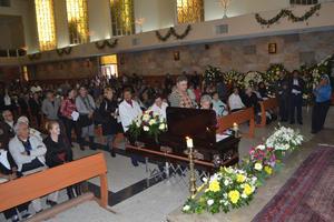 5 de diciembre   Rodríguez Tenorio. El sacerdote José Rodríguez Tenorio fue despedido entre aplausos de la Catedral de Nuestra Señora del Carmen.