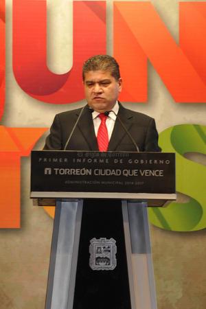 Destacó también la instalación de empresas que fomentan el desarrollo industrial y comercial de Torreón con la generación de empleos. Agradeció al gobernador Rubén Moreira por sus giras de promoción a Asia, con las que logró la instalación de la empresa coreana Yura Corporation que invertirá 53 mdd en la región.
