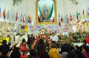 Según narra la tradición católica, la Virgen se le apareció a San Juan Diego el 12 de diciembre de 1531 en el cerro del Tepeyac.